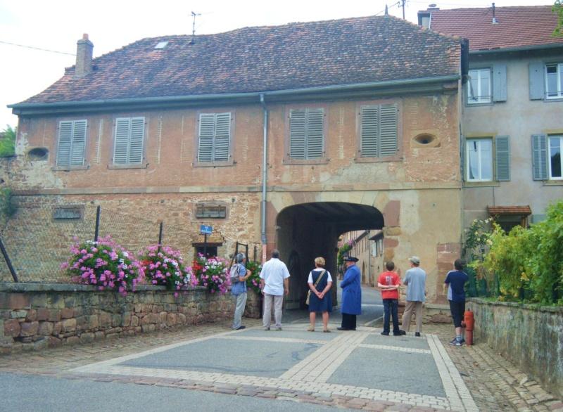 Visite accompagnée du village tous les mercredis soirs des mois de juillet et août 2011 avec le Cercle d'Histoire(s) de Wangen Dscf6526