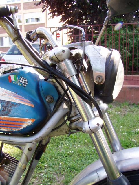 Et hop, une Testi Italienne 1975 frein à disque. P1010232