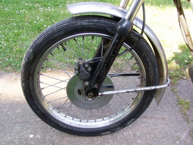 Et hop, une Testi Italienne 1975 frein à disque. P1010233
