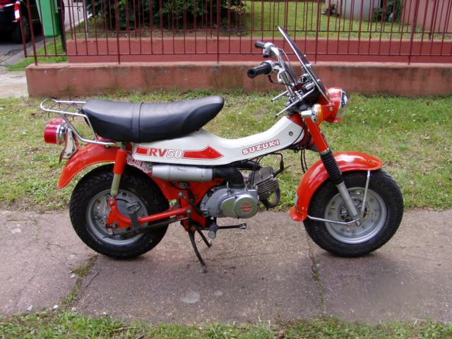 Et hop, une Suzuki Vanvan RV 50 de 1981. P1010279