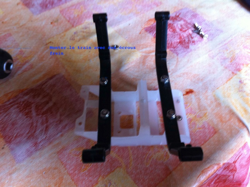 Modification du support de batterie et du train d'attérissage Img0510