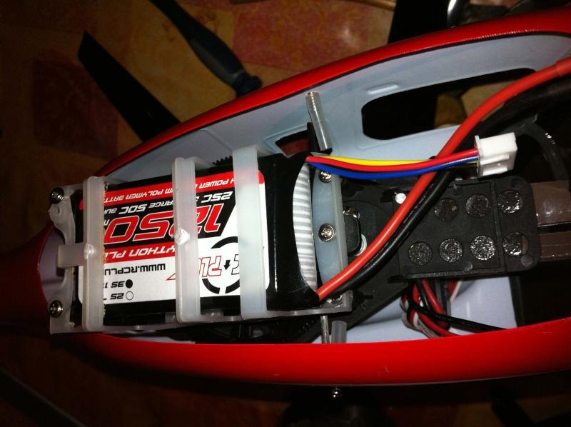 Modification du support de batterie et du train d'attérissage Img0710