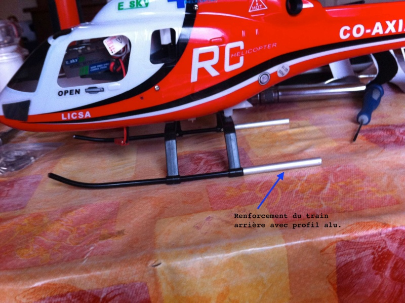Modification du support de batterie et du train d'attérissage Img1010