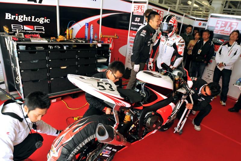 Suzuki 1000 GSX-R 2012....C'est parti... - Page 7 2012jr11