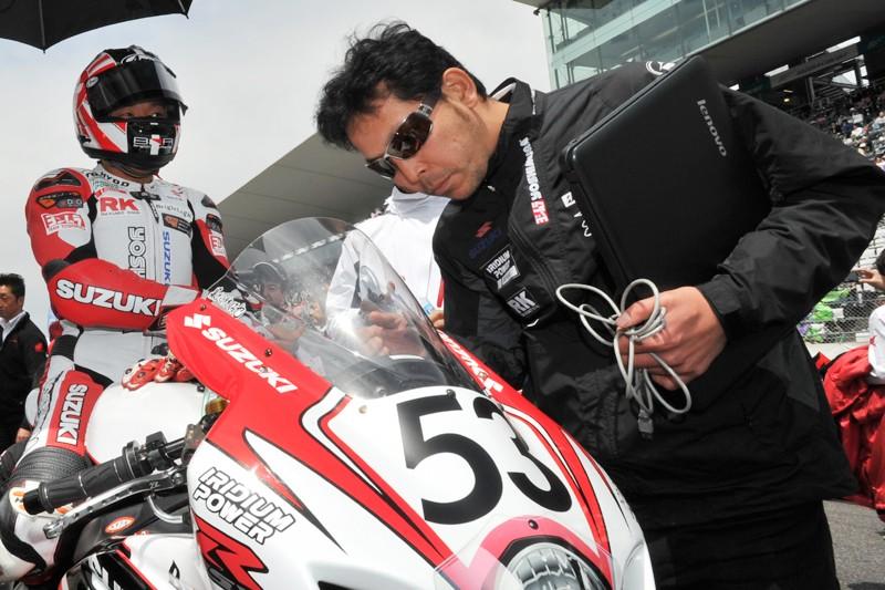 Suzuki 1000 GSX-R 2012....C'est parti... - Page 7 2012jr12