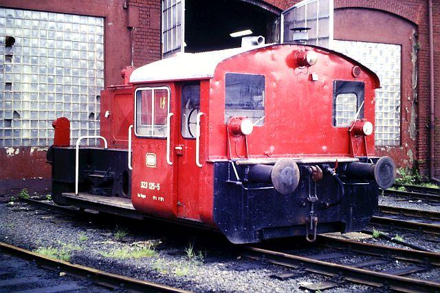 Kleindiesellok Köf II - DB-Baureihe 322-324 - DR BR 100 / 310 3_323_10