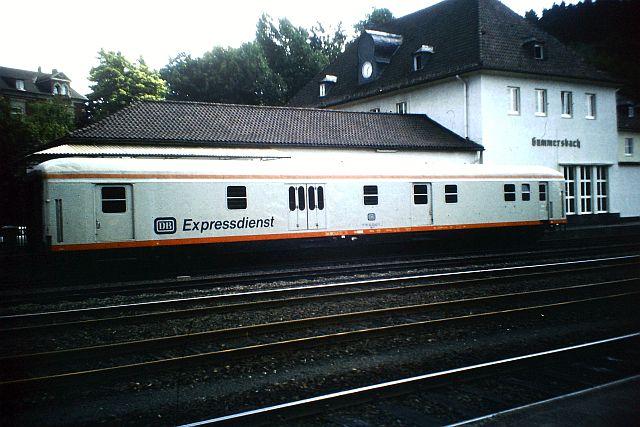 Die Diesellok der DB Baureihe 218 in CityBahn-Lackierung 533