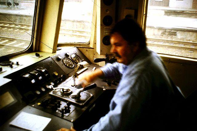 Die Diesellok der DB Baureihe 218 in CityBahn-Lackierung 626