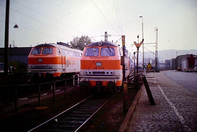 Die Diesellok der DB Baureihe 218 in CityBahn-Lackierung 717