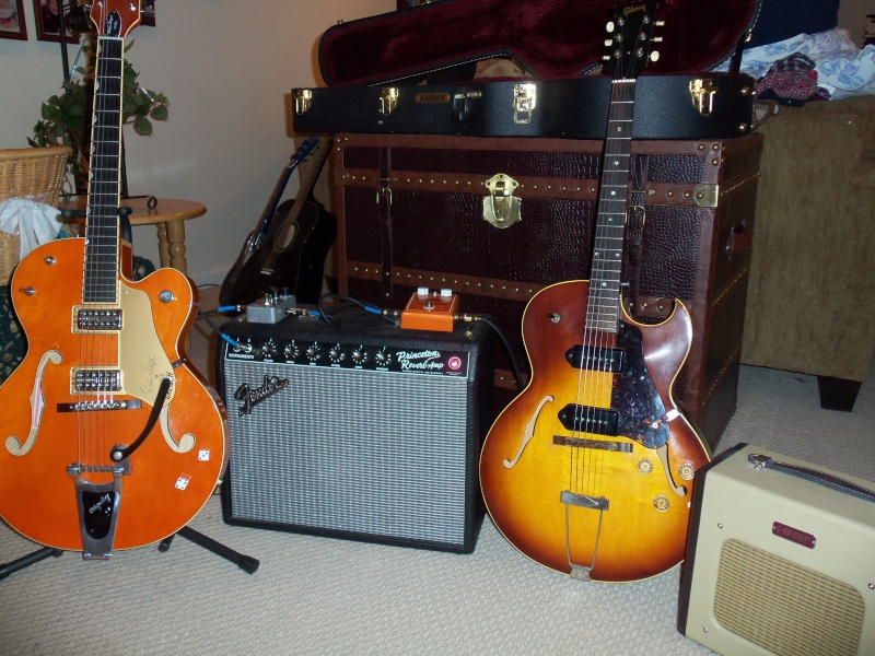Welcome to the new forum, tell me about your rocking geetar! 101_0111