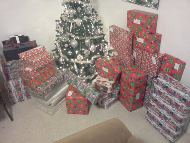 Post your Christmas tree and presents. 12241110