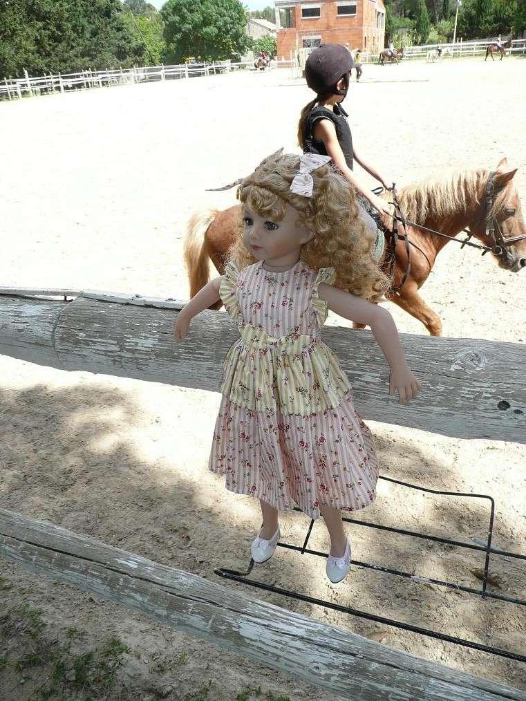 SARAH  (poupée Maru & Friends)va à  l'Ecole d'Equitation (page 2) - Page 2 P1080141