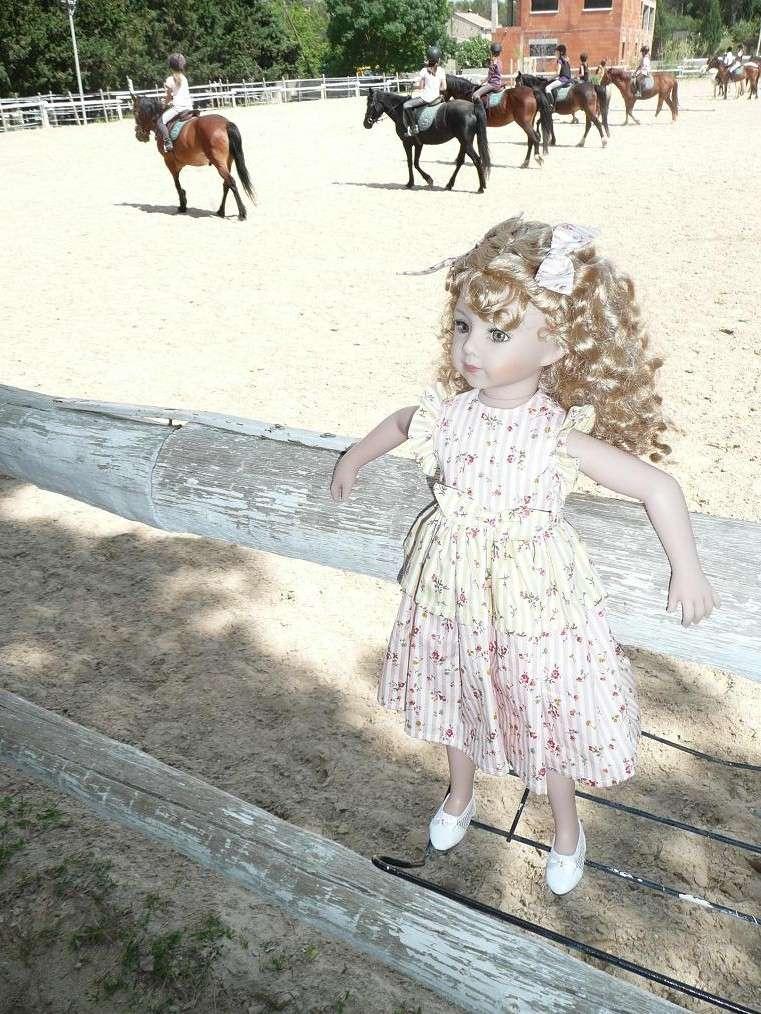 SARAH  (poupée Maru & Friends)va à  l'Ecole d'Equitation (page 2) - Page 2 P1080142