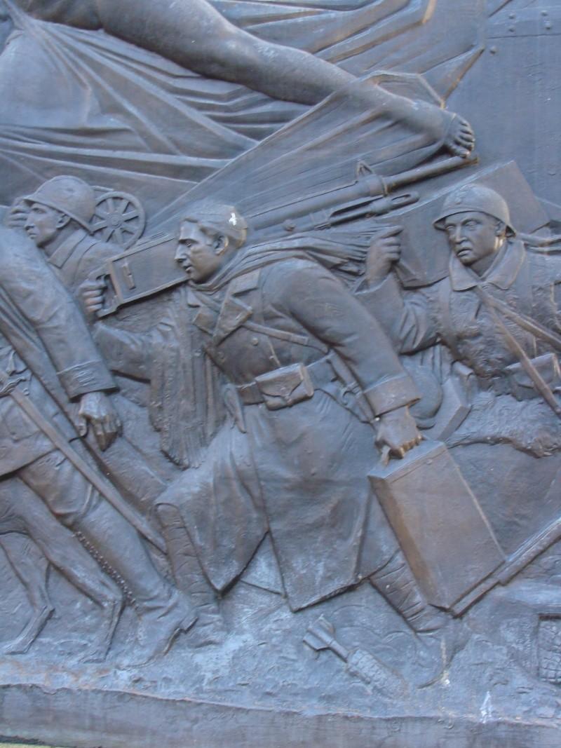 [Histoires et Histoire] Monuments aux morts originaux Français Tome 1 - Page 6 Dsc08212