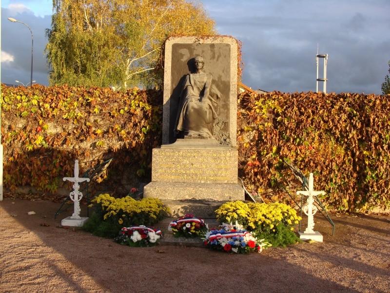 [Histoires et Histoire] Monuments aux morts originaux Français Tome 1 - Page 6 Dsc08215