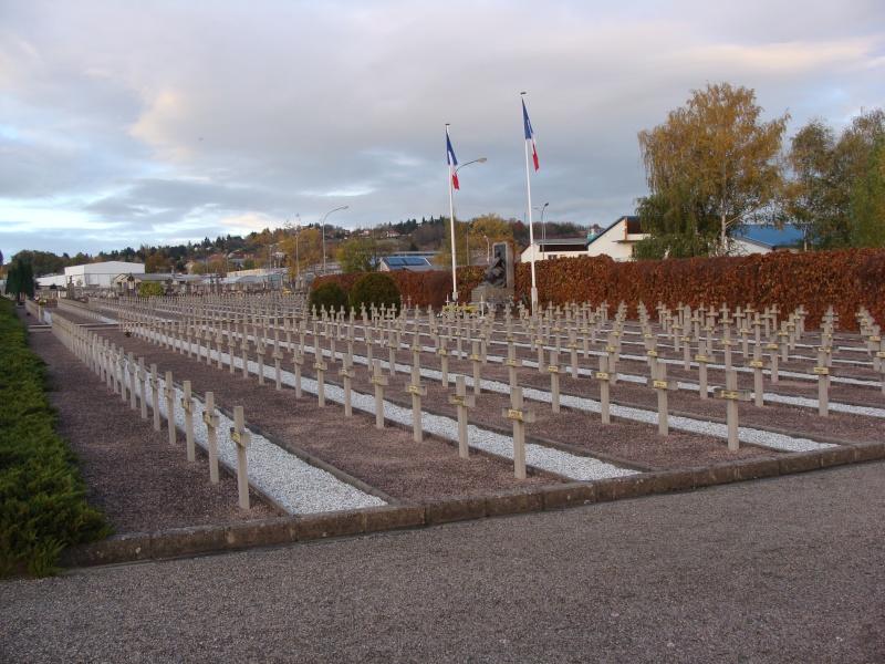 [Histoires et Histoire] Monuments aux morts originaux Français Tome 1 - Page 6 Dsc08216