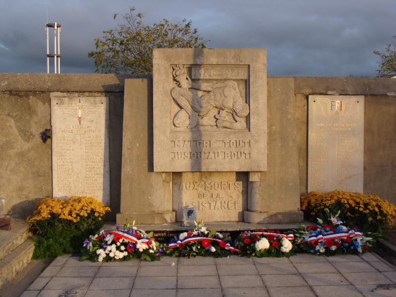 [Histoires et Histoire] Monuments aux morts originaux Français Tome 1 - Page 6 Dsc08217
