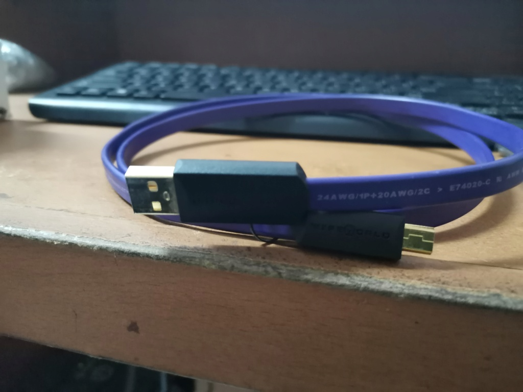 WireWorld Ultraviolet USB 2.0 A to mini B Cable Img_2395