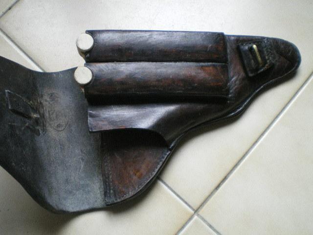 Les étuis et accessoires des Luger bulgares, de 1900 à 1943.  My_bul11