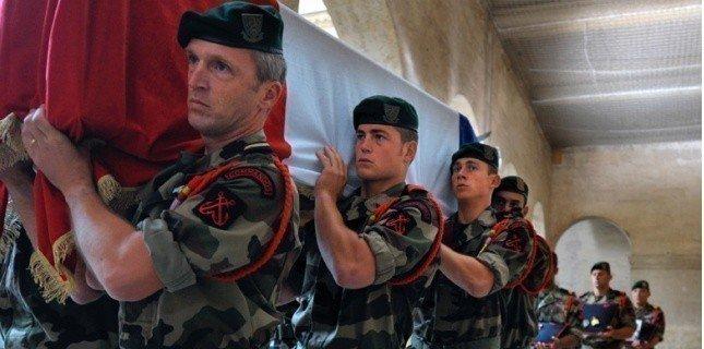Hommage aux morts en Afghanistan, mardi, aux Invalides 28186910