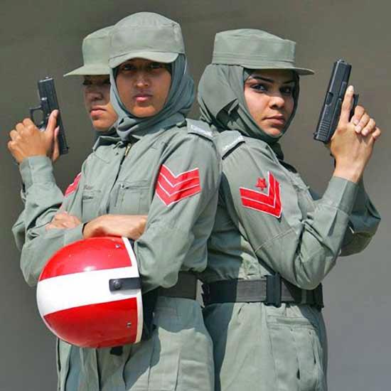 العنصر النسوي في شرطة دبي Dubai10