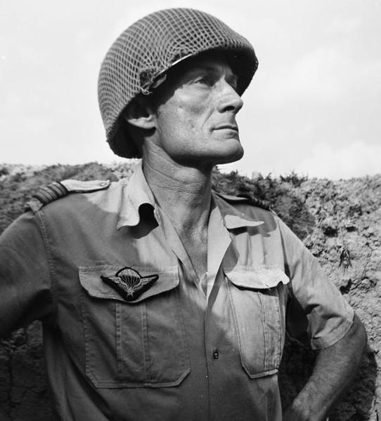 Le Colonel Pierre Langlais  Lt_col10