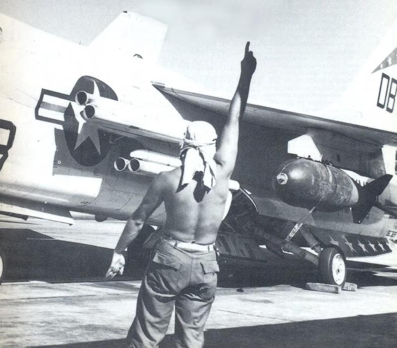1/32nd F-8E Crusader - Page 10 Zuni_r10