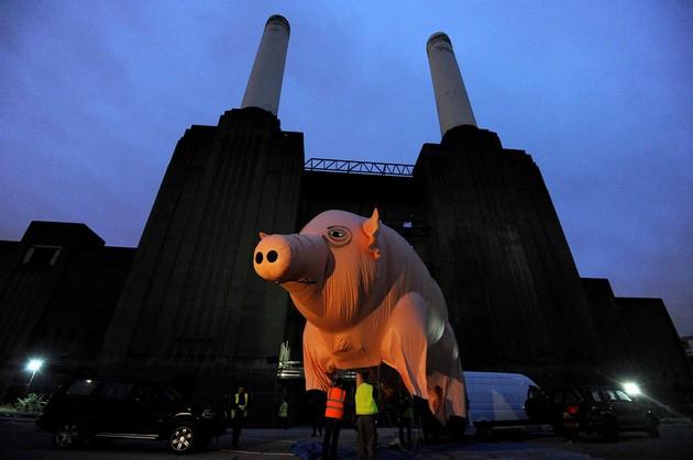 The great pig in the sky (again) : Algie vole au-dessus de Battersea Algie10