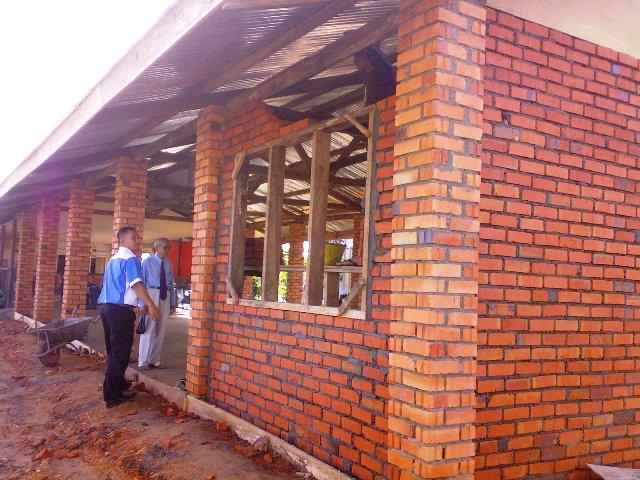 Projek membina 'dewan' SKTT... - Page 2 06032010
