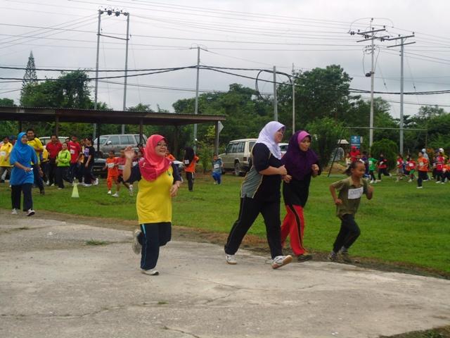 Larian Serentak 1Murid 1Sukan 1 Malaysia -1julai2011 - Page 2 Dsc05433