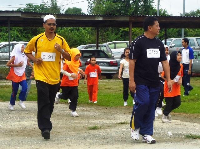 Larian Serentak 1Murid 1Sukan 1 Malaysia -1julai2011 - Page 2 Dsc05438