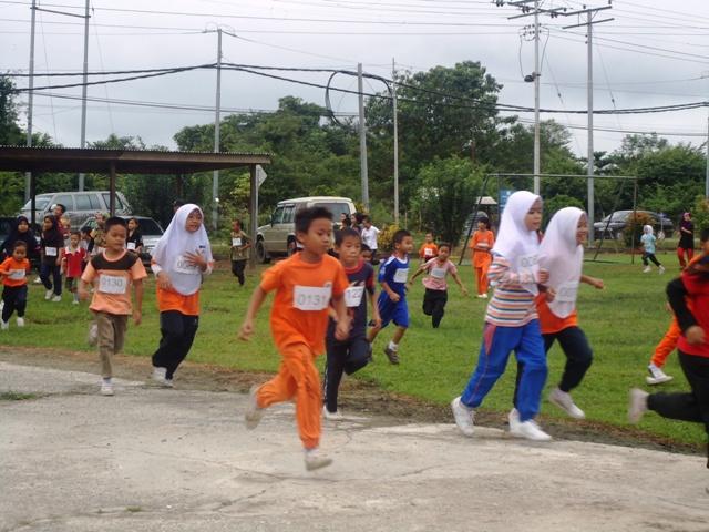 Larian Serentak 1Murid 1Sukan 1 Malaysia -1julai2011 - Page 2 Dsc05439
