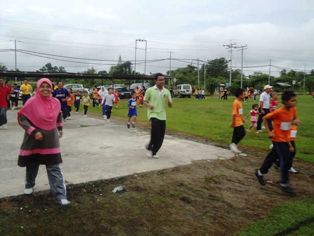 Larian Serentak 1Murid 1Sukan 1 Malaysia -1julai2011 - Page 2 Dsc05445