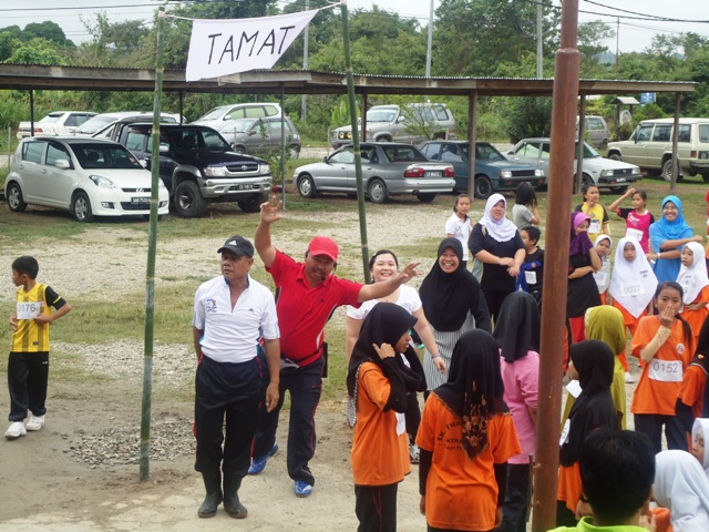 Larian Serentak 1Murid 1Sukan 1 Malaysia -1julai2011 - Page 2 Dsc05450