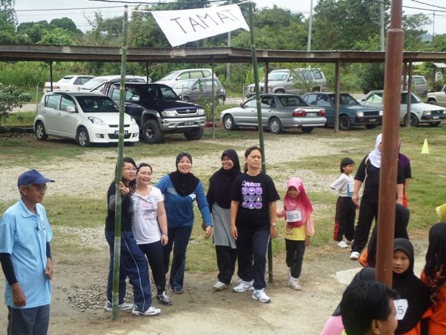 Larian Serentak 1Murid 1Sukan 1 Malaysia -1julai2011 - Page 2 Dsc05452