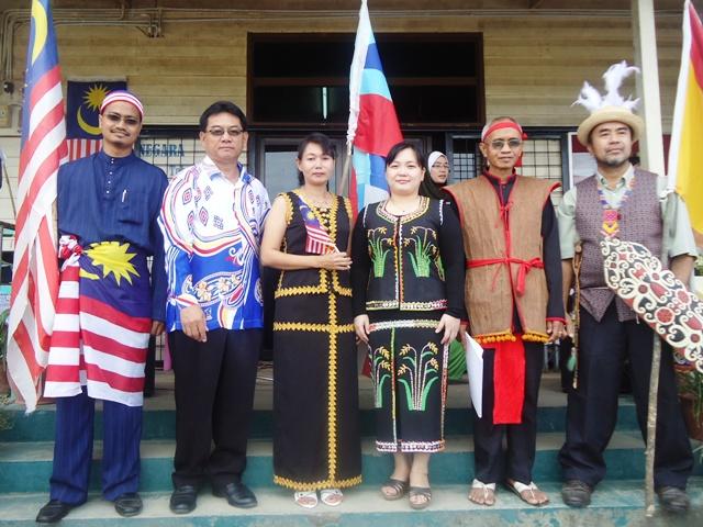 Sambutan Hari Kemerdekaan -19ogos2011 - Page 3 Dsc06227