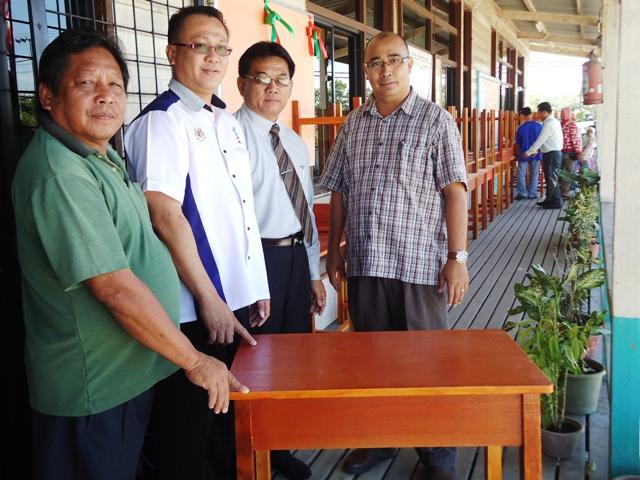 Sumbangan kerusi meja drpd Ahli Parlimen P180 Keningau Dsc06813
