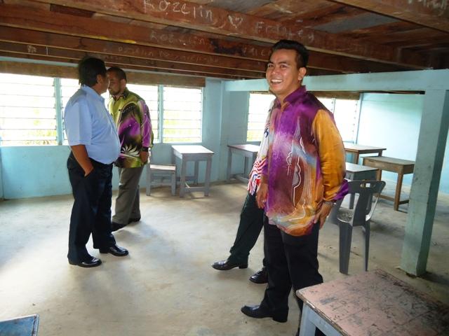 Majlis penyampaian bantuan 'one off' & e-Kasih -14april2012 - Page 2 Dsc09423