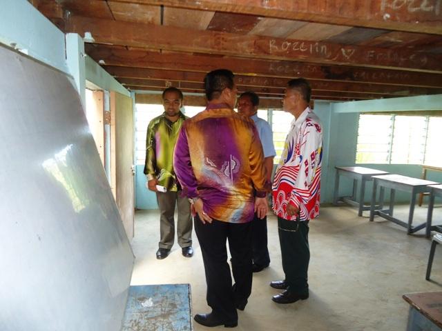 Majlis penyampaian bantuan 'one off' & e-Kasih -14april2012 - Page 2 Dsc09424