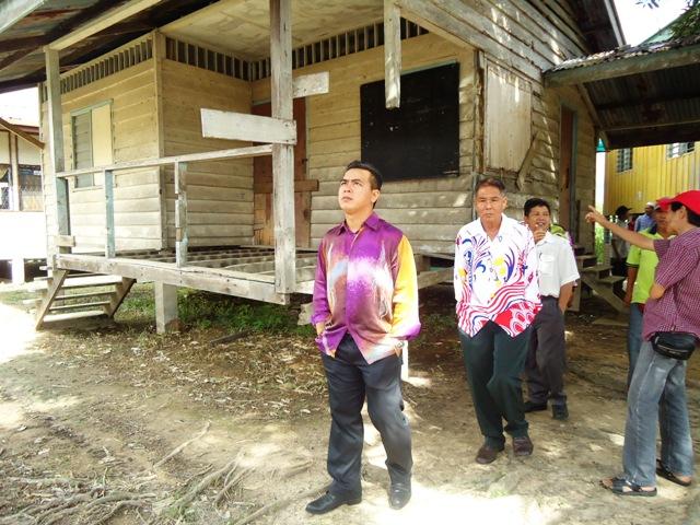 Majlis penyampaian bantuan 'one off' & e-Kasih -14april2012 - Page 2 Dsc09425
