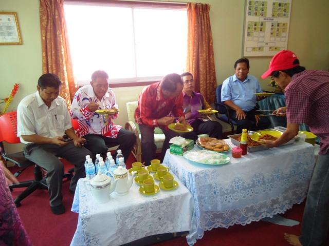 Majlis penyampaian bantuan 'one off' & e-Kasih -14april2012 - Page 2 Dsc09427