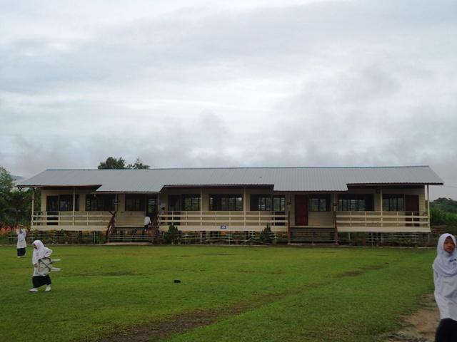 JKR nyatakan bangunan kelas tdk selamat -9mei2012 Dsc09810