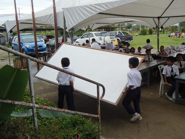 JKR nyatakan bangunan kelas tdk selamat -9mei2012 Dsc09814
