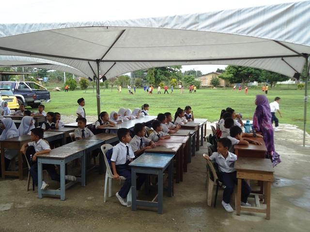 JKR nyatakan bangunan kelas tdk selamat -9mei2012 Dsc09824