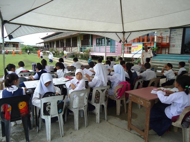 JKR nyatakan bangunan kelas tdk selamat -9mei2012 Dsc09825