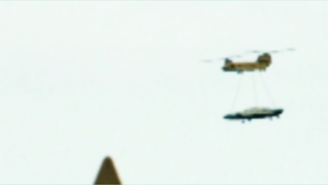 Filman Ovni transportado por helicoptero Galact14
