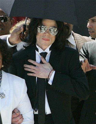 [13 Giugno 2005]:Michael Jackson INNOCENT....11 anni fa!! - Pagina 2 1_02011