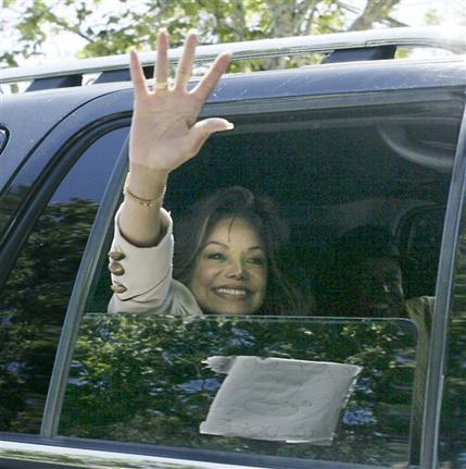 [13 Giugno 2005]:Michael Jackson INNOCENT....11 anni fa!! - Pagina 2 5_01710