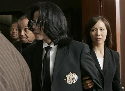 [13 Giugno 2005]:Michael Jackson INNOCENT....11 anni fa!! - Pagina 2 6_01510