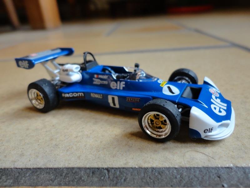 Voici ma collection de miniatures Renault  Dsc00513